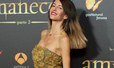 Vega Amamnecer con vestido floral