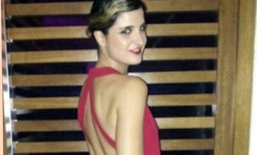 Paula con un vestido de espalda al aire cruzada la mas mona