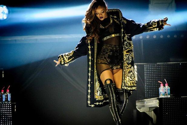 Rihanna se viste por Ricardo Tisci