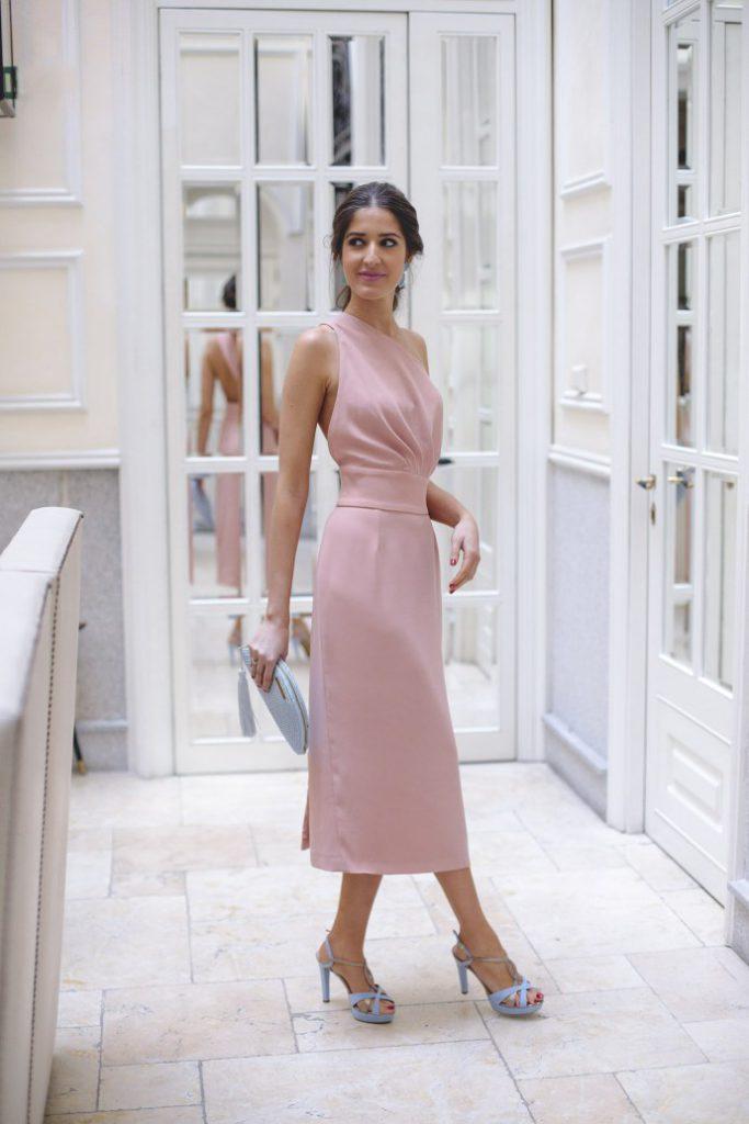 Vestido-con-espalda-rosa-de-Maria-José-Suarez