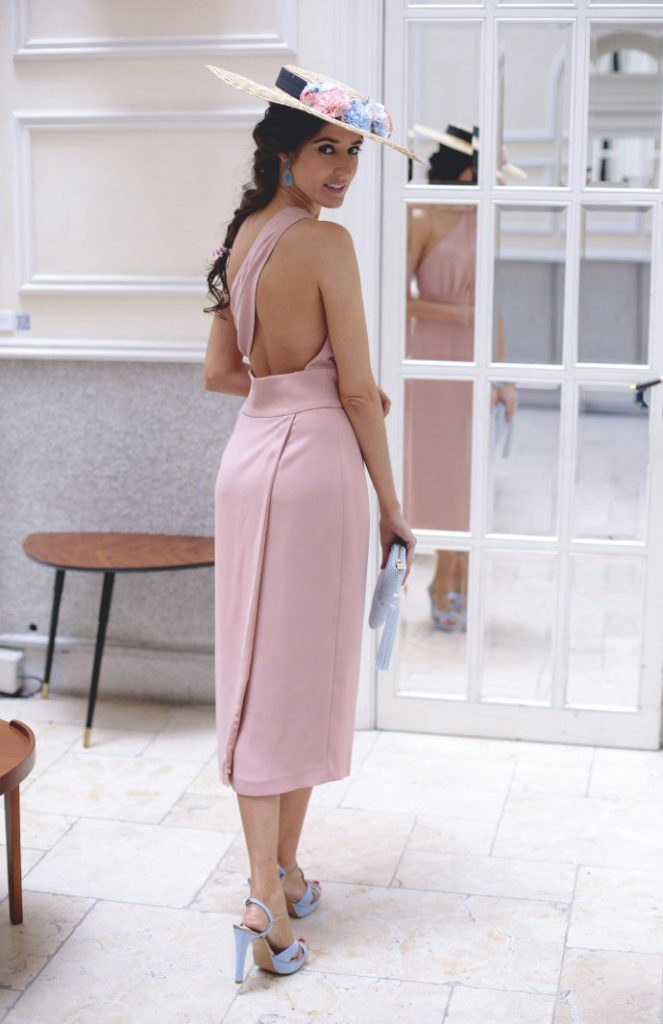 Vestido-con-espalda-rosa-de-Maria-José-Suarez-9